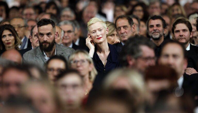 Dāma, kuru nereti notur par vīrieti. Unikālajai aktrisei Tildai Svintonei – 60