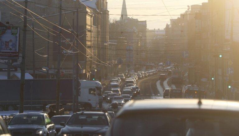 Reklāmas asociācija pauž bažas par reklāmas laukumu nomas izsoles norisi Rīgā