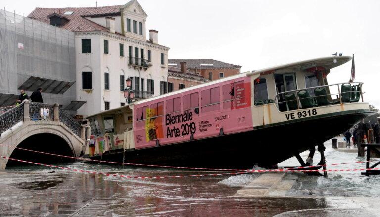 Venēcijas pusgadsimta plūdi ir klimata pārmaiņu sekas, paziņo mērs