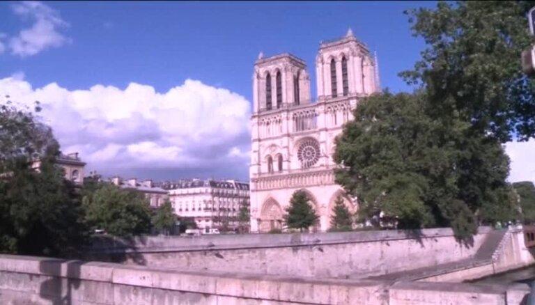 Pie Parīzes Dievmātes katedrāles policija ievaino uzbrucēju