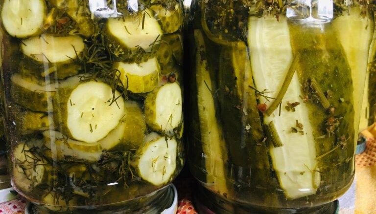 Saldas un piparotas marinētu gurķu šķēles ziemai bez pasterizēšanas