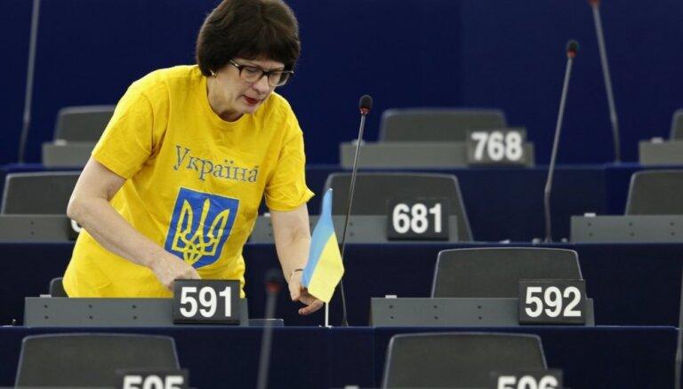 Vairāki EP Latvijas deputāti nosūta Putinam vēstuli ar aicinājumu atbrīvot Krimas tatāru līderi