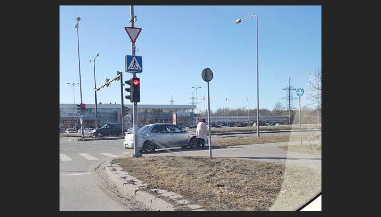 Video: Šādi Igaunijā brauc pensionāre Valentīna ar 20 negadījumiem četros gados