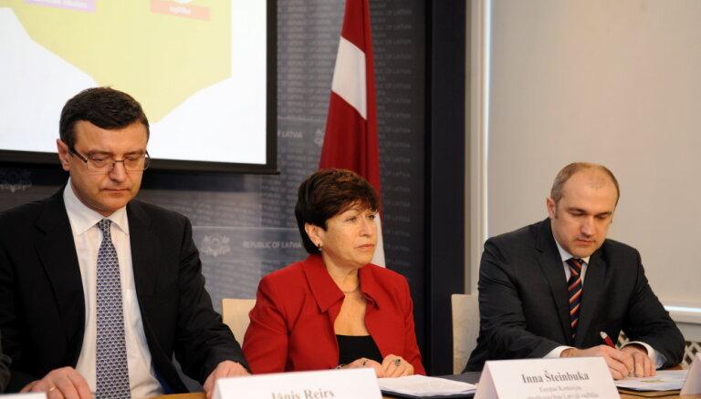 Darbam Fiskālās disciplīnas padomē Saeimas komisija virza Šteinbuku un Veisu