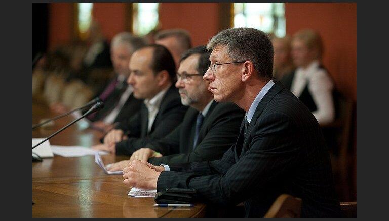Budžeta komisija vēl netiek skaidrībā ar 'nulles deklarācijas' likumprojektu