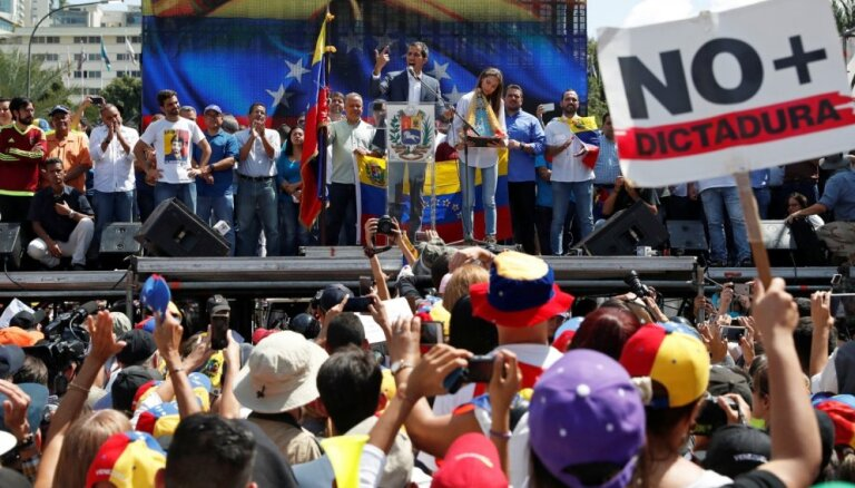 Foto: Venecuēlieši iziet ielās, protestējot pret pašreizējo prezidentu