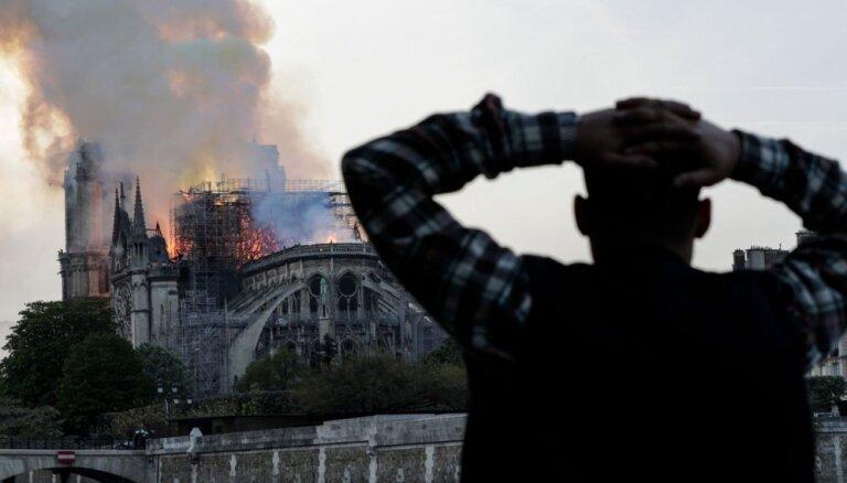 Parīzes Dievmātes katedrāles ugunsgrēks ir ierobežots un daļēji nodzēsts, paziņo ugunsdzēsēji