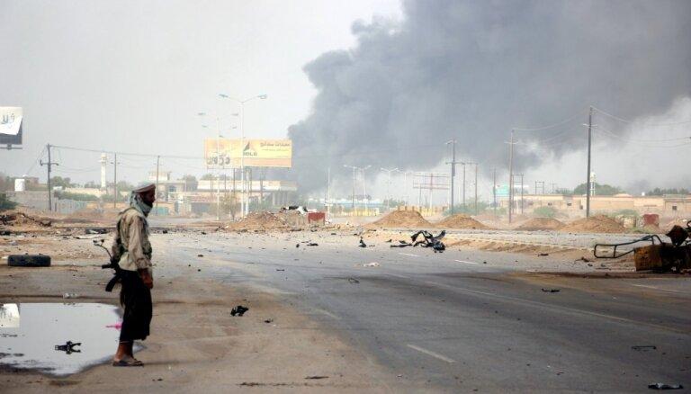 Jemenas armija iegūst kontroli pār diviem stratēģiski svarīgiem lielceļiem