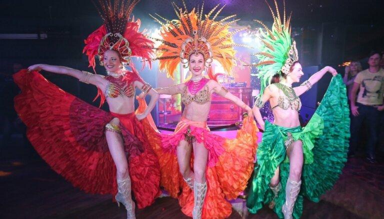 Foto: Klubā 'Friends' ar krāšņu šovu nosvinēts Riodežaneiro karnevāla noslēgums