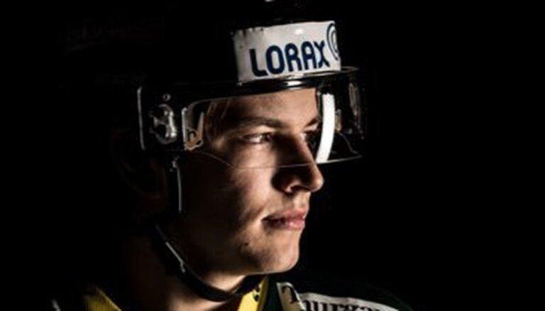 Toms Andersons Šveices augstākajā hokeja līgā gūst savus pirmos vārtus