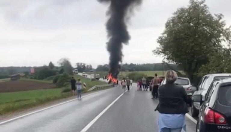 Šoferis: traģiskās avārijas vietā Vecpilī slikti organizētās satiksmes dēļ varēja notikt vēl viena nelaime