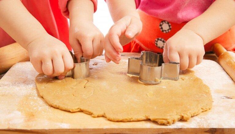 Montesori metožu izmantošana virtuvē sīkās motorikas attīstībai