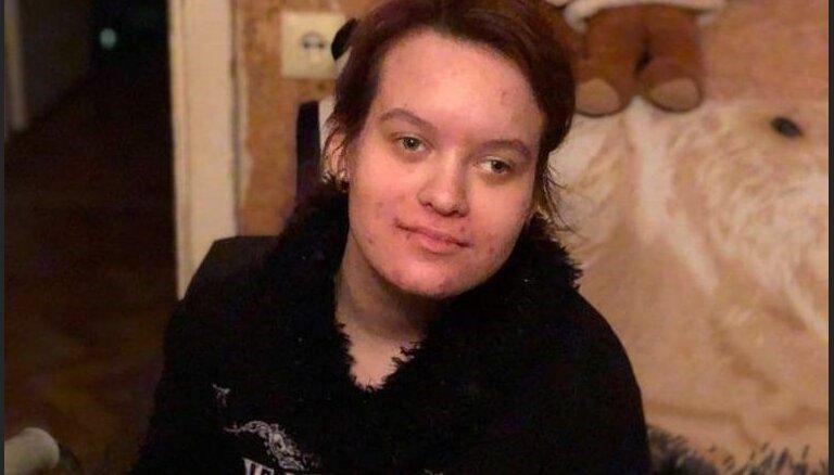 """""""Больше всего на свете дочка хочет ходить"""": мама 17-летней Яны Страде собирает деньги на операцию"""