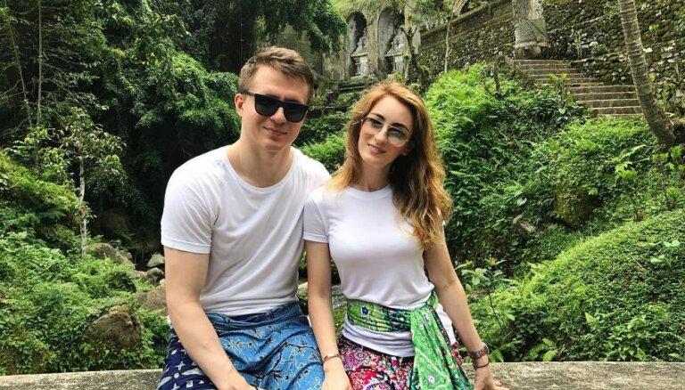 Krāšņi foto: Artūrs Kulda ar sieviņu devies eksotiskā ceļojumā