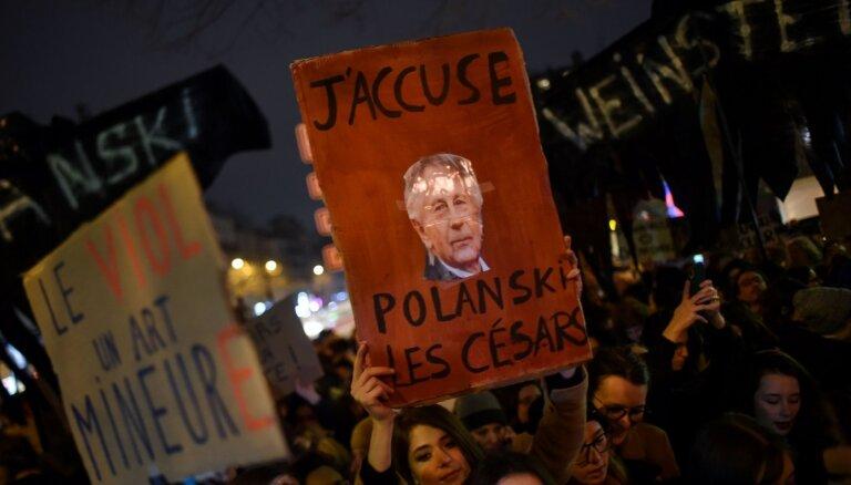'Cēzara' balvas pasniegšanu Parīzē aizēno feministu protesti