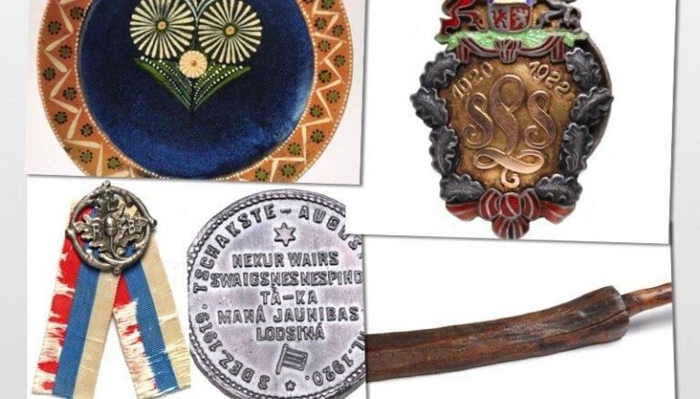 Latvijas vēstures relikvijas: Rīgas latviešu biedrības piederības zīme un latviešu likteņi svešumā