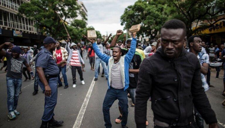 Pretorijā uzliesmo pret imigrantiem vērsti protesti