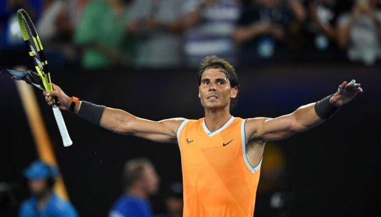 Nadals pārliecinoši apspēlē grieķu talantu Cicipu un iekļūst 'Australian Open' finālā