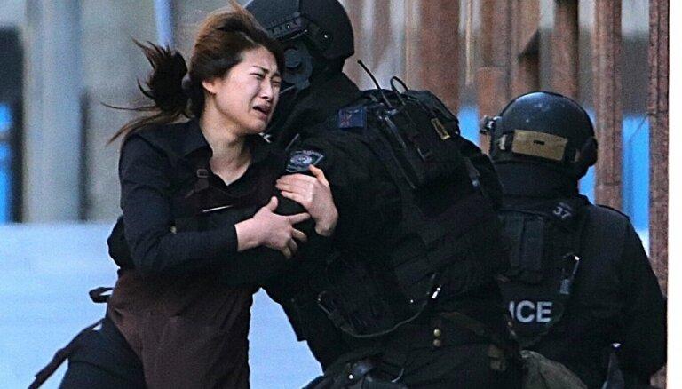 В Сиднее завершена операция по освобождению заложников; захватчик убит