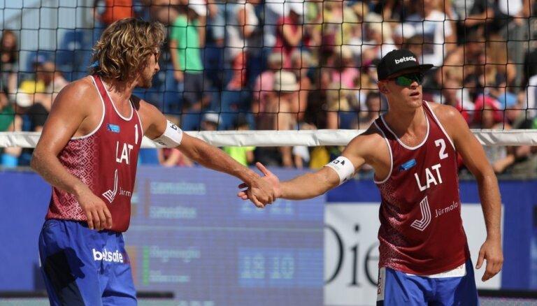 Visi trīs Latvijas 'bīča' pāri iekļūst prestižā Gštādes turnīra pamatsacensībās