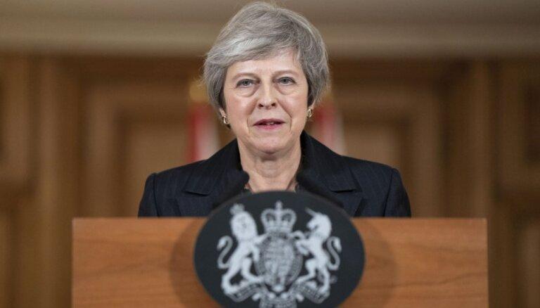 Meja vēlas no deputātiem skaidrību par viņu atbalstītajām 'Brexit' alternatīvām