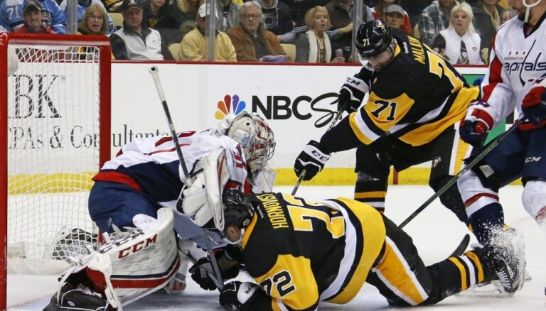 'Penguins' 15 'golu' spēlē pārtrauc 'Capitals' deviņu uzvaru sēriju