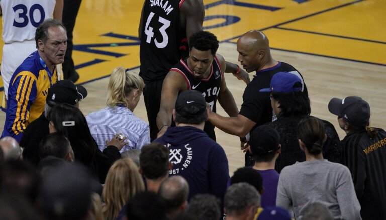 NBA aizliedz apmeklēt spēles 'Warriors' īpašniekam, kurš pagrūda 'Raptors' zvaigzni Lauriju