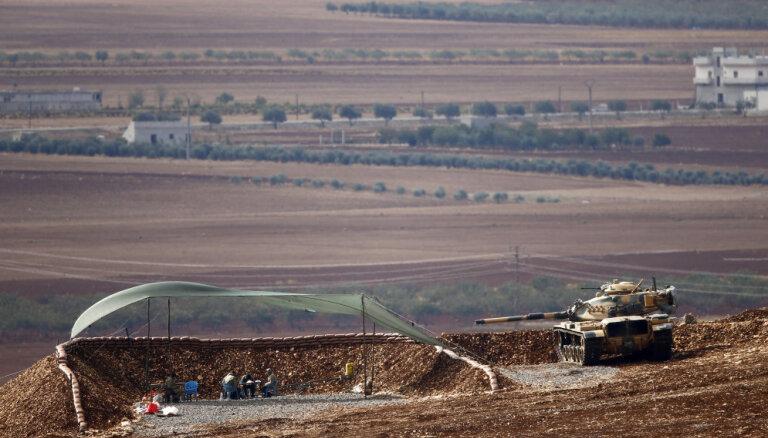 Erdogans draud iebrukt ASV atbalstīto kurdu kontrolētajos Sīrijas ziemeļos