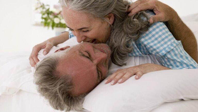 Pētījums: sekss vecumdienās uzlabo sirmgalvju prāta spējas