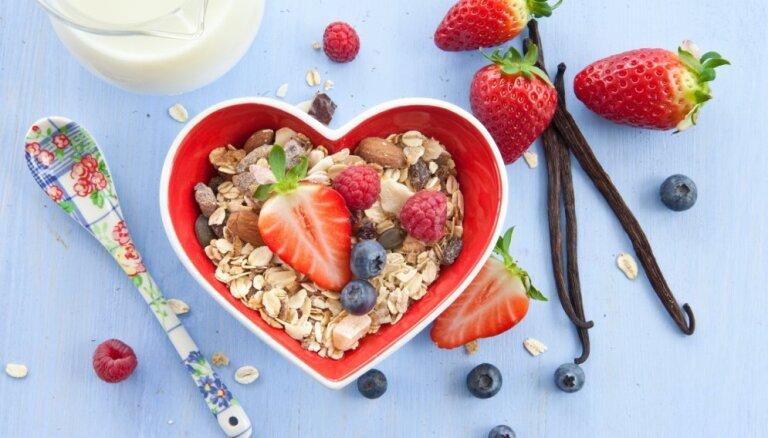 Pašgatavots musli - veselīgas brokastis slaidākam viduklim. Četras vienkāršas receptes