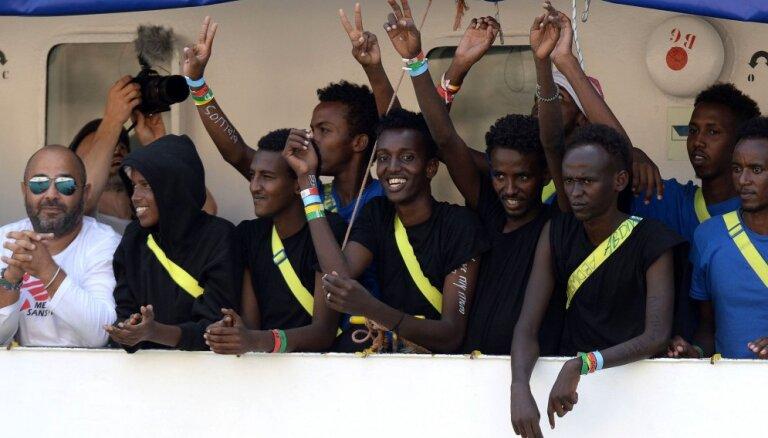 ES valstīm jābeidz amorālā stīvēšanās par imigrantiem, pikta ANO Bēgļu aģentūra