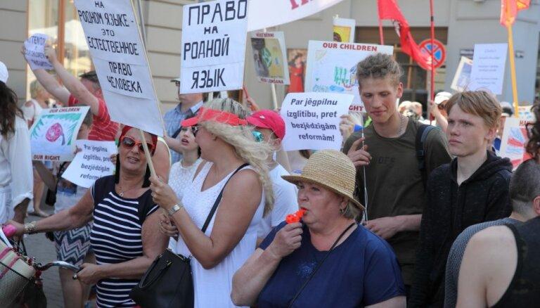 Защитники билингвального образования провели шествие в Риге
