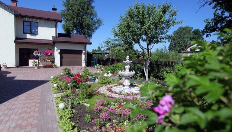 Ar lauku sajūtu pilsētā: šogad sakoptākie pilsētvides objekti Jelgavā