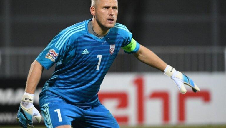 Par Latvijas izlases vārtsargu un kapteini spēlei pret Maķedoniju skaidrības vēl nav