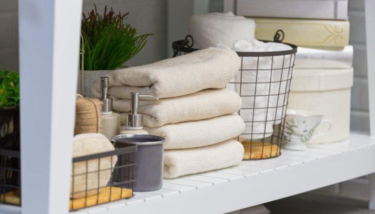 Kompakti un kārtīgi: 13 idejas mantu glabāšanai vannasistabā