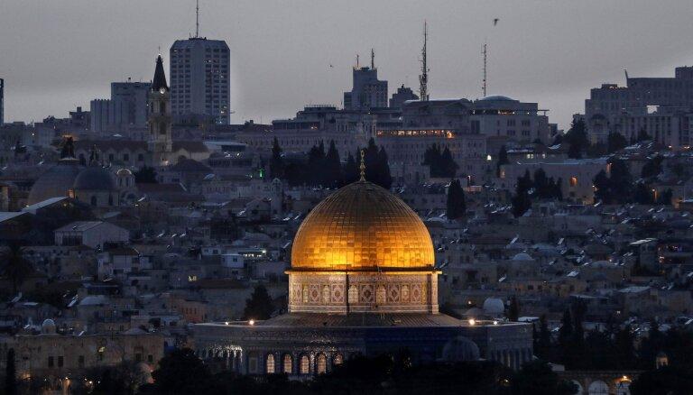 Trampa znots: Vašingtonas Tuvo Austrumu miera plāns neiekļaus divu valstu risinājumu