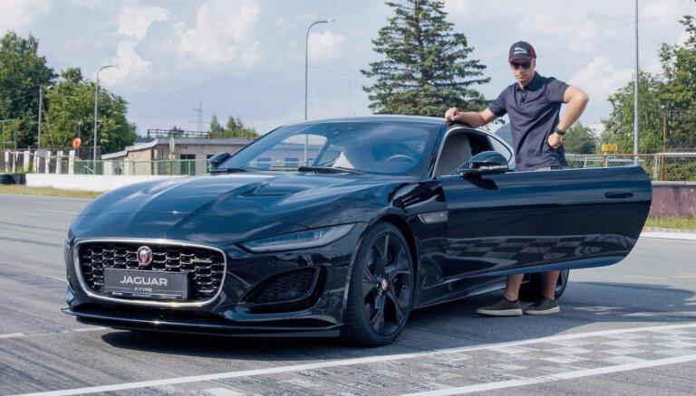 Jāņa Baumaņa kritēriji sportiska auto izvēlē – liels dzinējs, rodstera virsbūve un gaitas īpašības