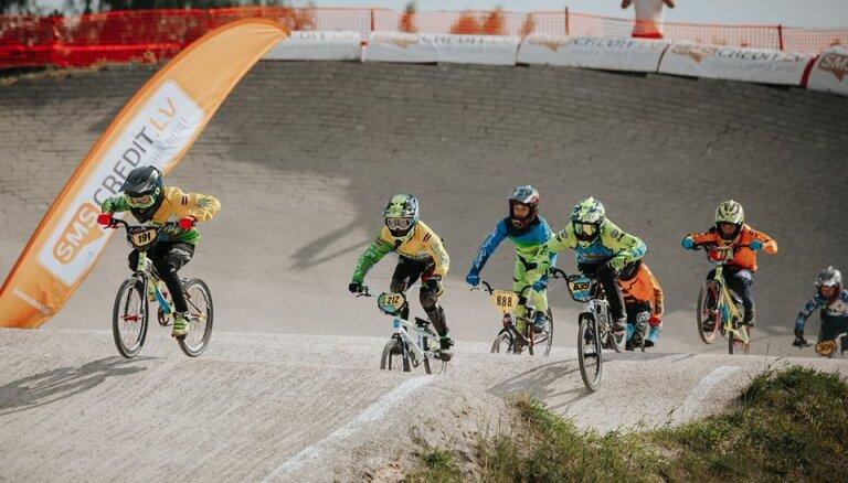 Ar vērienu Mārupē aizvadīts Latvijas BMX čempionāta trešais posms