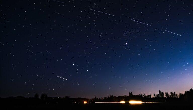 Kārums astronomijas faniem: SKS un 'Starlink' Latvijas debesīs