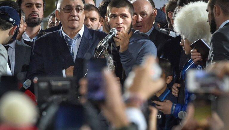 Хабиб Нурмагомедов вызвал на бой непобежденного боксера Флойда Мейвезера