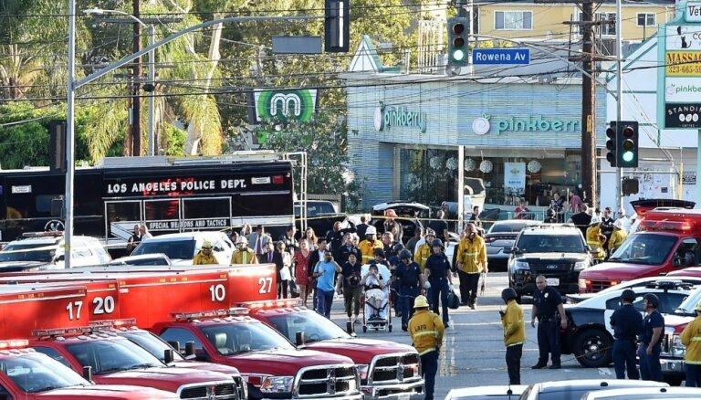Losandželosā bruņots vīrietis iebarikādējas veikalā ar 40 ķīlniekiem