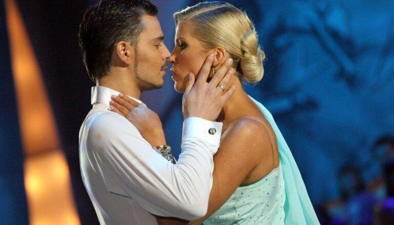 'Dejo ar zvaigzni' trači: mīlas intrigas, ķengas un asaras