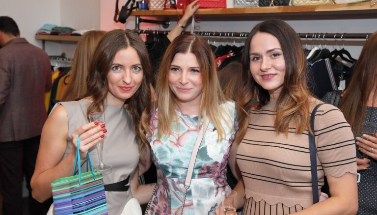 Foto: Stila gardēži Rīgā svin modes butika atklāšanu