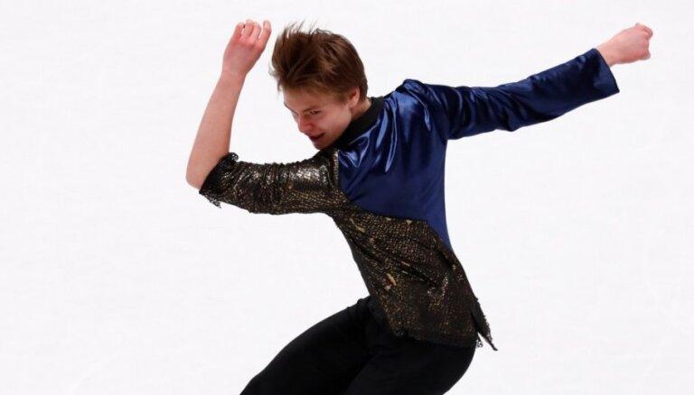 Daiļslidotājs Vasiļjevs 'Grand Prix' otrajā posmā izcīna ceturto vietu īsajā programmā