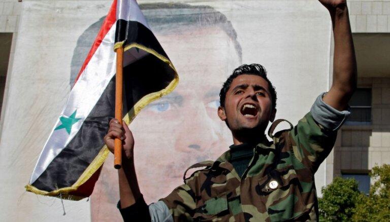 Sīrijas armija izved tankus no Homsas pirms novērotāju ierašanās