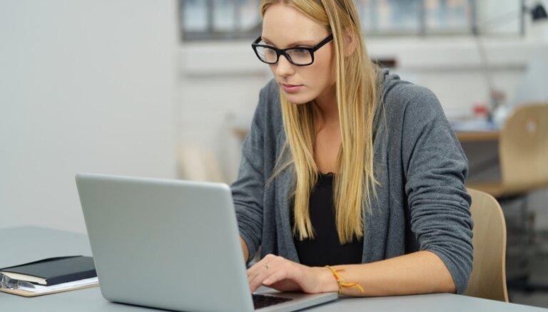 Speciālista ieteikumi, kā atpūtināt acis, ilgstoši strādājot pie datora