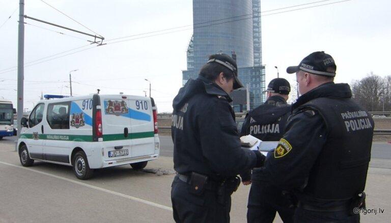 Очевидец: Билеты в рижском транспорте проверяют частные фирмы? (с комментарием Rīgas satiksme)