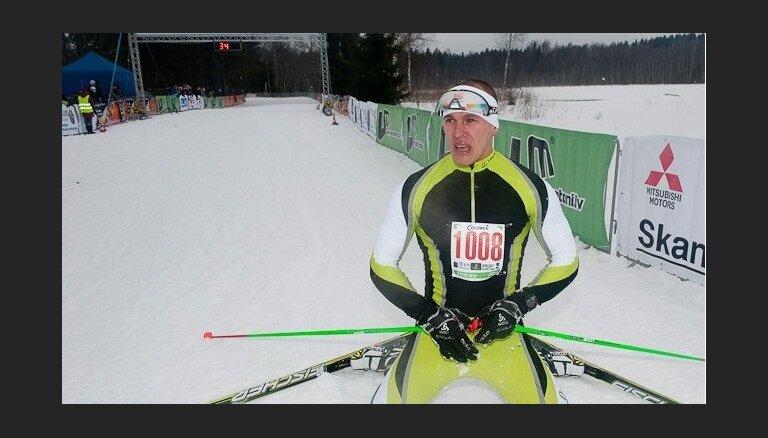 Kaspars Stupelis izaicina distanču slēpotājus 'Apkārt Alaukstam'