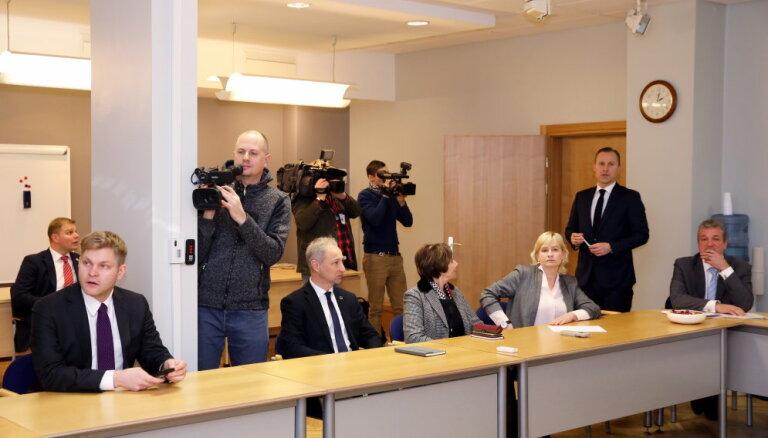 Arī piektais Gobzema sarunu raunds nevieš skaidrību par atbalstu topošajai valdībai