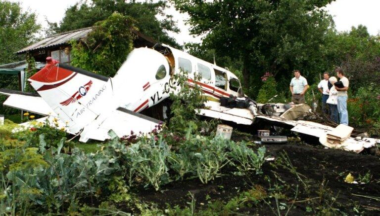 Traģiskā lidmašīnas avārija Tukumā: notiesā pilotu skolas īpašnieku un piedzen 85 700 latu